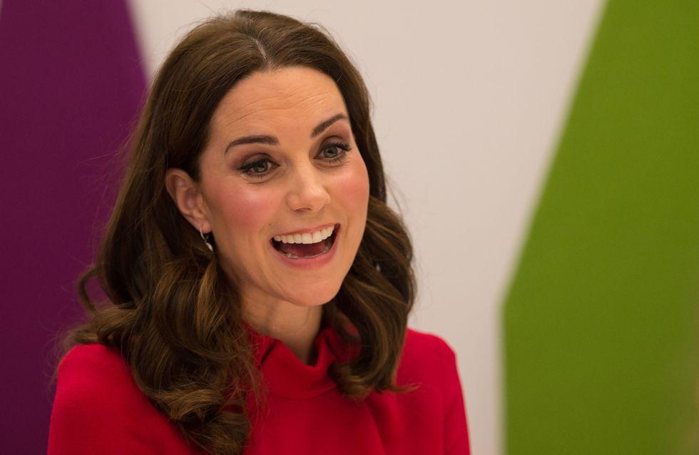 Kate Middleton, future maman super chic en mini-robe rouge (Photos)