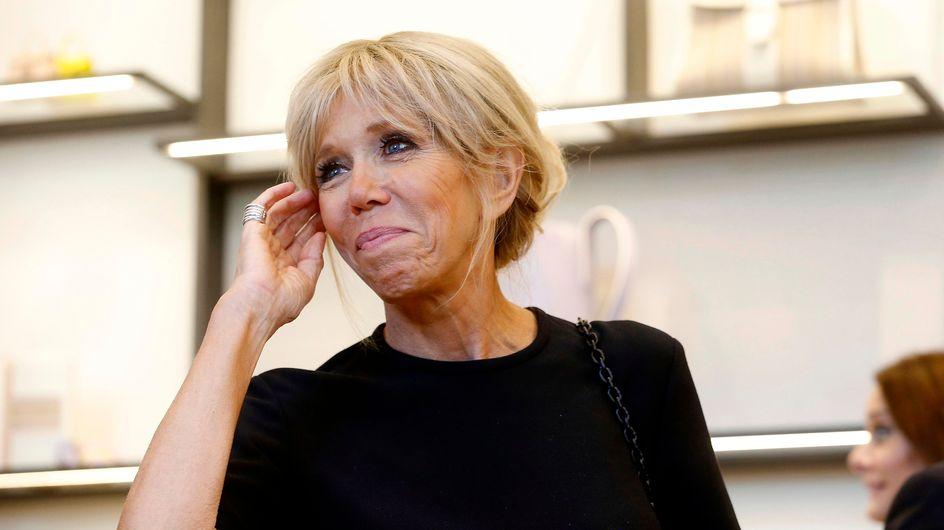 Brigitte Macron ne quitte plus son slim en cuir, pièce tendance de la saison (Photos)