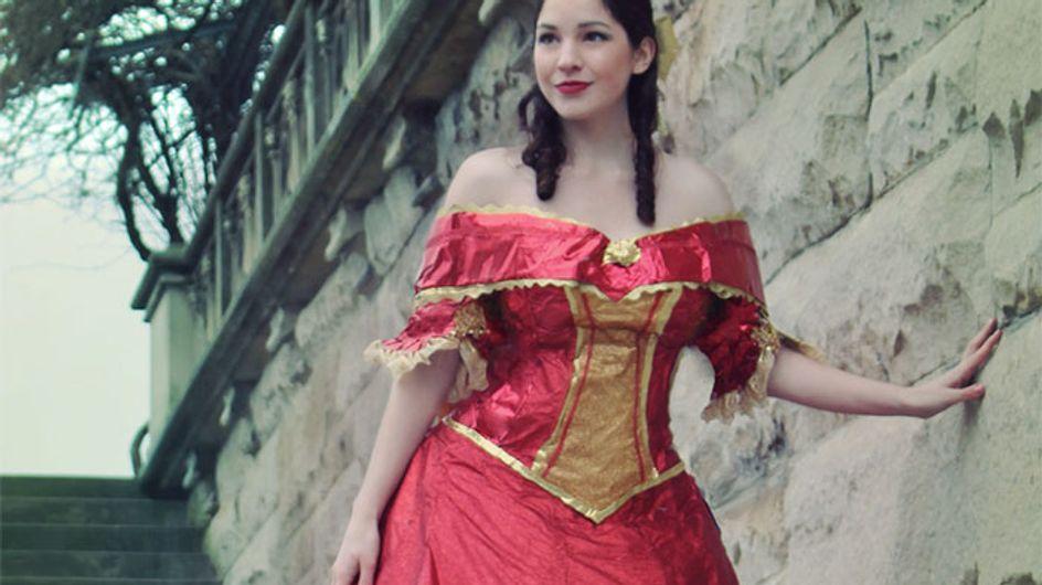 Au lieu de jeter son papier cadeau, cette jeune femme en fait des robes de princesse (Photos)