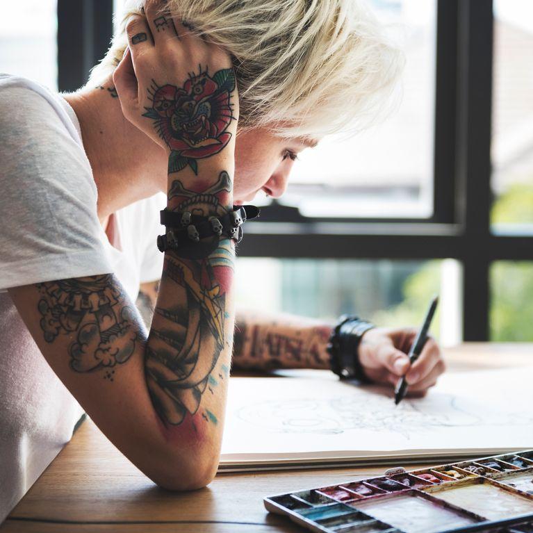 Rencontre quelqu'un avec des tatouages