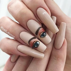 Nail art yeux qui clignent