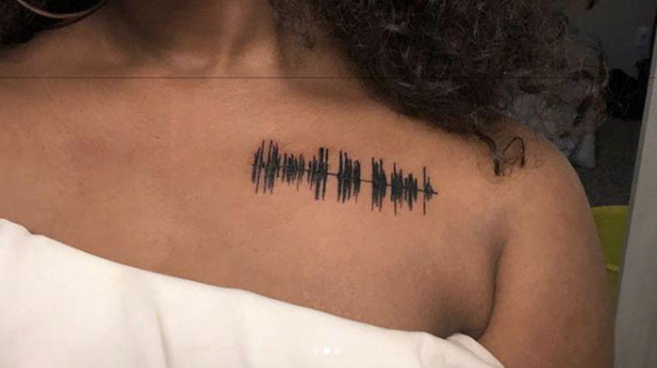 Elle se fait tatouer un message vocal de sa grand-mère décédée (vidéo)