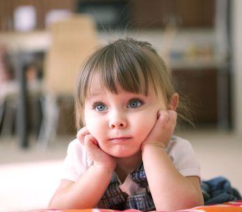 ¿Cuánto tiempo pueden ver la televisión los niños?