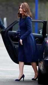 Kate Middleton en total look bleu