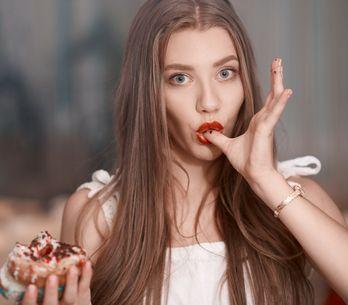Attenta agli zuccheri: 3 segnali che ne stai mangiando troppi!