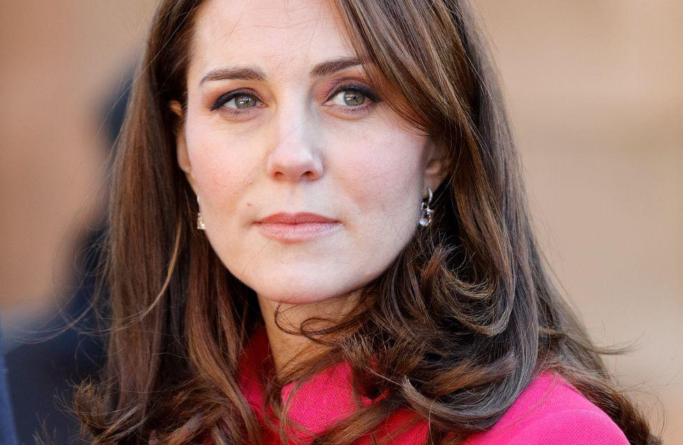 Avec son manteau fuchsia, Kate Middleton nous en met plein la vue (Photos)