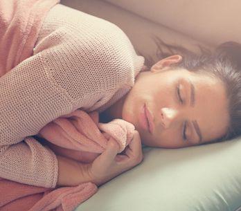 La tecnica semplice per addormentarsi in 1 minuto basata solo sul respiro