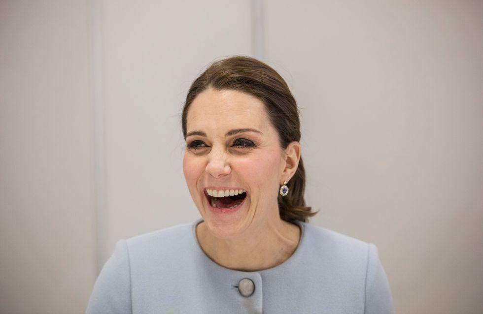 Kate Middleton attend-t-elle un deuxième garçon ? Son look bleu ciel fait jaser ! (Photos)