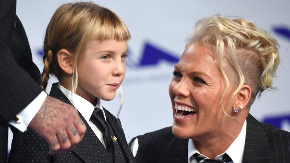 Pink invite sa fille dans son nouveau clip bouleversant (vidéo)