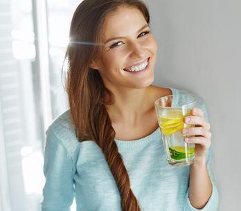 5 benefici miracolosi dell'acqua e limone!