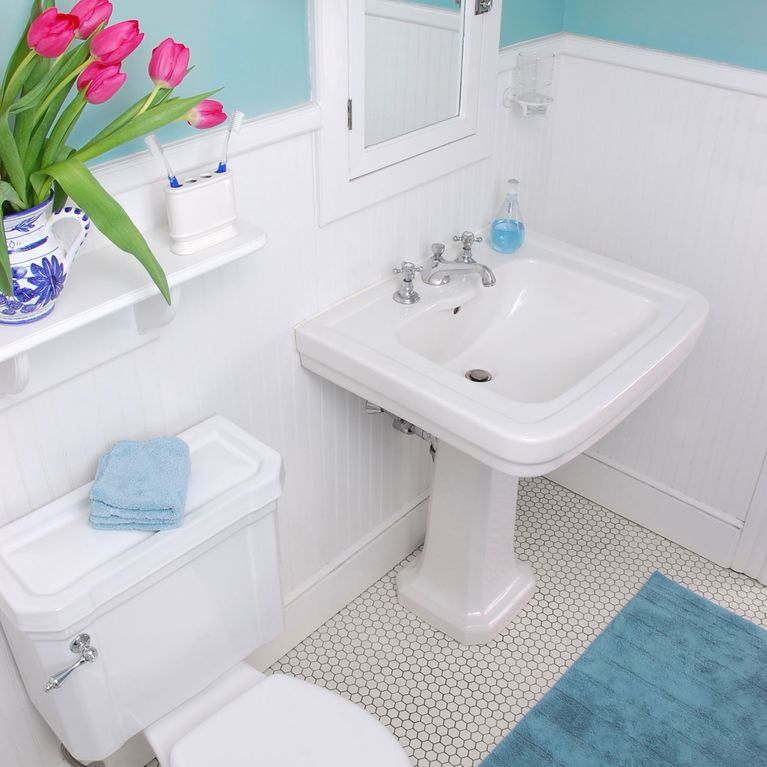 Kleines Bad Einrichten Mit Diesen Tricks Wirkt Es Viel Grosser