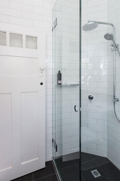 Kleines Bad einrichten: Mit diesen Tricks wirkt es viel größer!