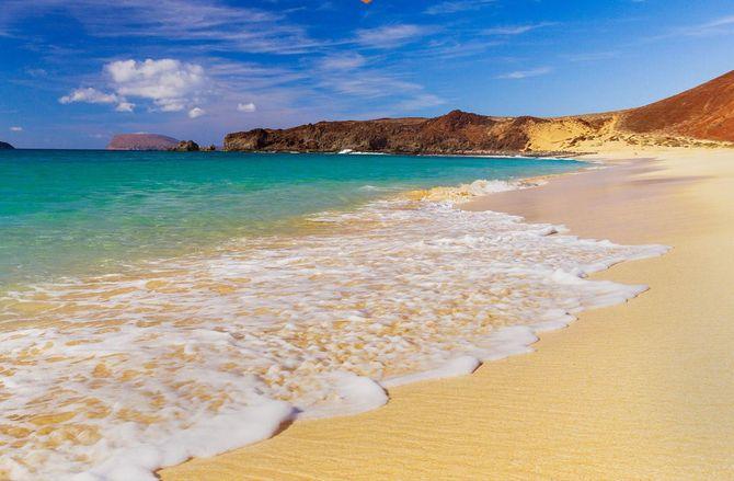 Lanzarote, paix , plage et paysages volcaniques