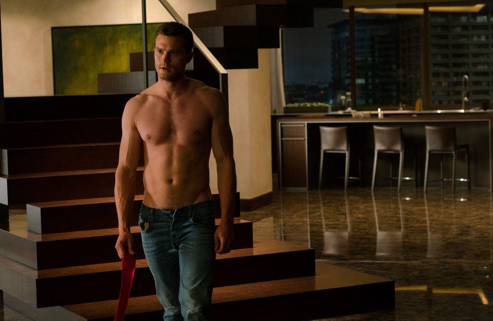 Jamie Dornan, rougissant, explique comment il a dissimulé sa nudité dans 50 Nuances de Grey (vidéo)