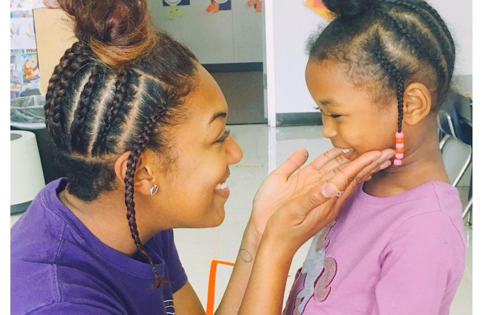 Cette professeure copie la coiffure de son élève pour qu'elle regagne confiance en elle