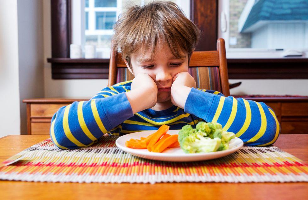 Cette maman trouve une astuce drôle et efficace pour faire manger son enfant (Photos)