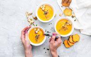 Einfach, schnell und lecker: 5 köstliche Suppen, die lange satt machen