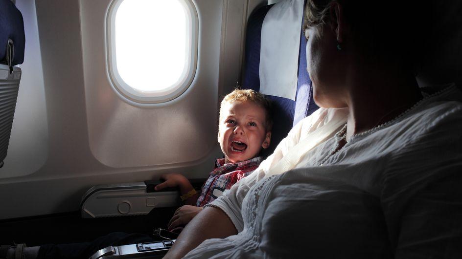 Un enfant crie pendant 8 heures de vol, les passagers sont à bout (vidéo)