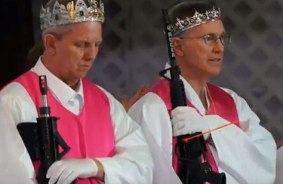 Cette secte américaine, l'Eglise du sanctuaire, bénit les armes à feu... et nous laisse sans voix (Vidéo)