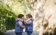 Vestir a tus hijos igual: ¿buena o mala idea?