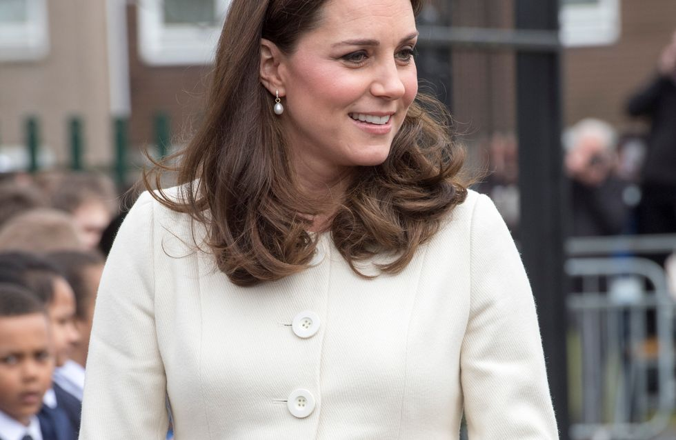 Enceinte de 7 mois, Kate Middleton affiche un total look blanc canon ! (Photos)