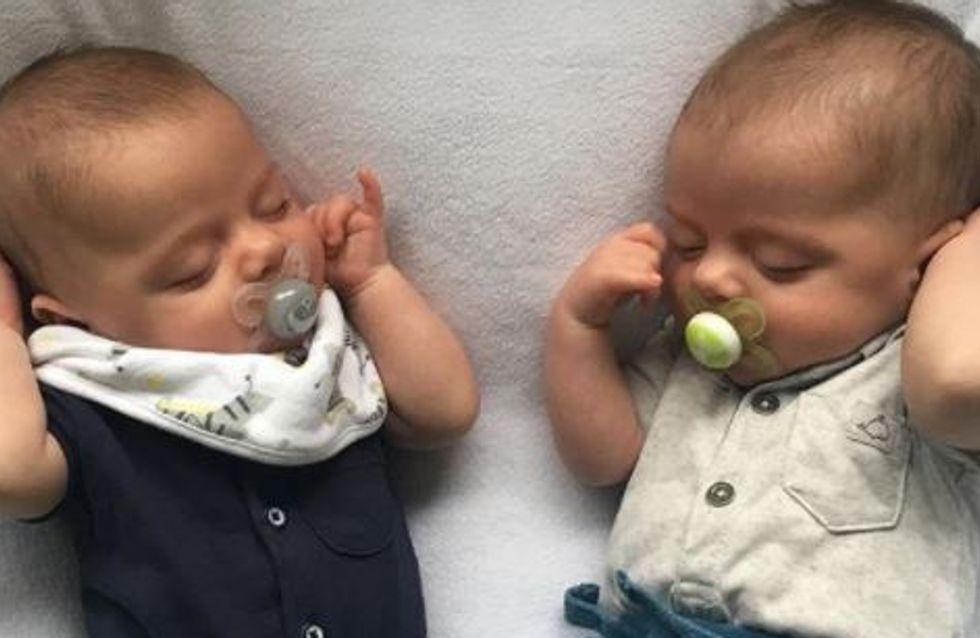 Ces jumeaux nés par césarienne sont photographiés à côté de la cicatrice de leur maman (Photo)
