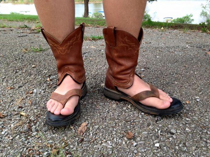 Les sandales-santiags