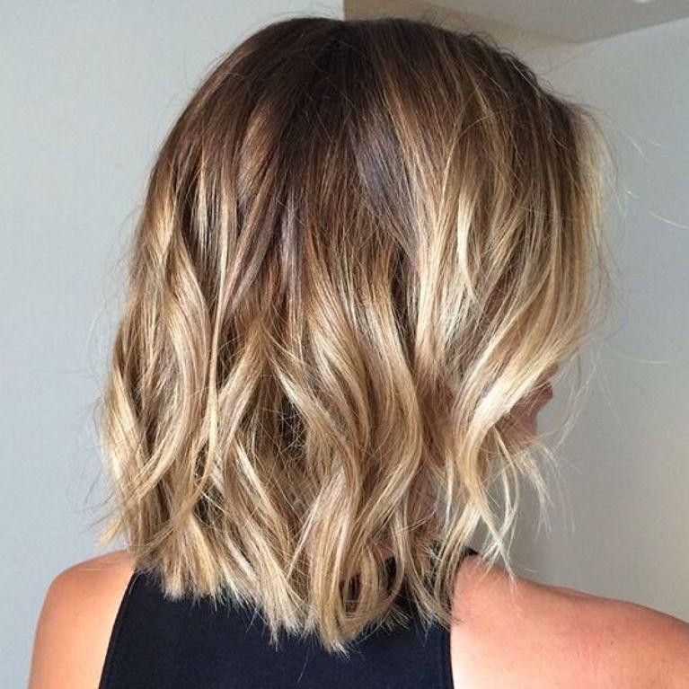 capelli corti con sfumature bionde