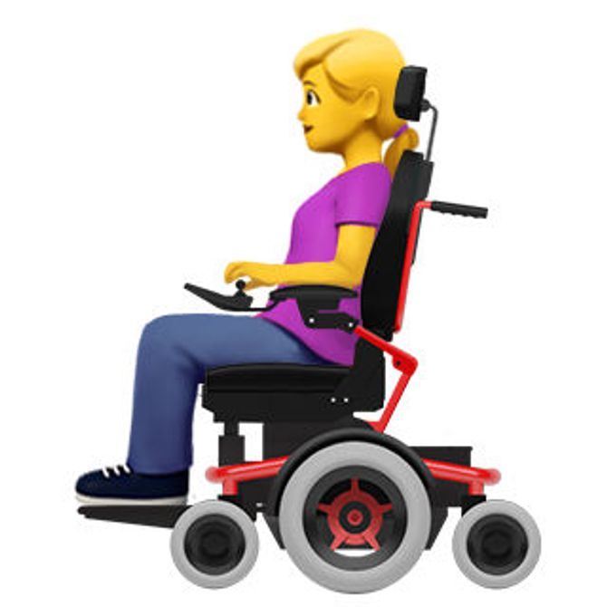 Une femme handicapée dans un fauteil électrique