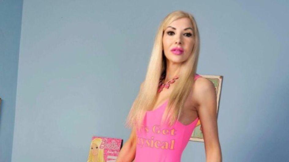 A 47 ans, elle dépense près de 30 000 euros pour ressembler à Barbie et trouver son Ken (photos)