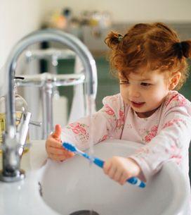 Cette petite fille souffre d'une maladie très rare, elle est allergique à l'eau
