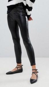 Pantalon en similicuir, Pull & Bear sur Asos - 19,99 euros