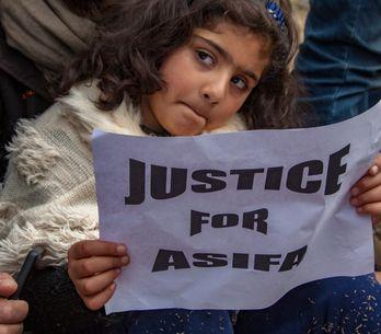 Justice pour Asifa : La colère en Inde après le meurtre d'une petite fille de