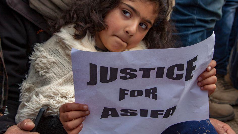 """""""Justice pour Asifa"""" : La colère en Inde après le meurtre d'une petite fille de 8 ans"""