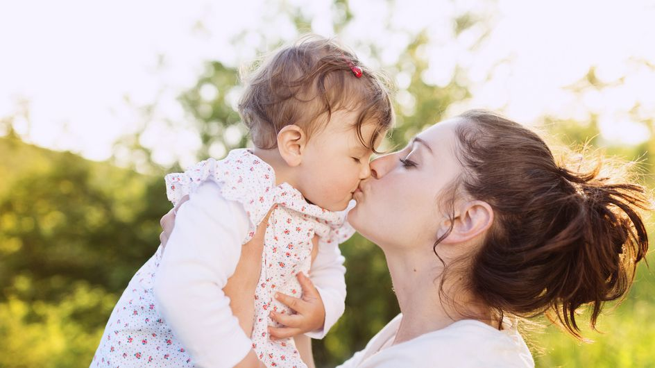 Küsst eure Babys nicht auf den Mund! DAS sind die gefährlichen Gründe