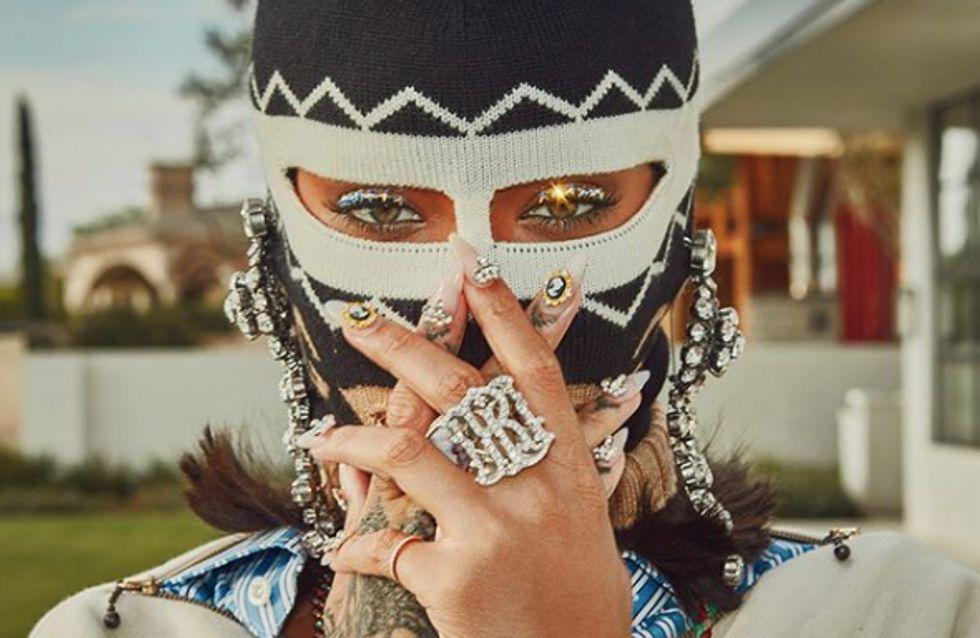 Cagoule, cuissardes et robe transparente, les looks déjantés de Rihanna à Coachella