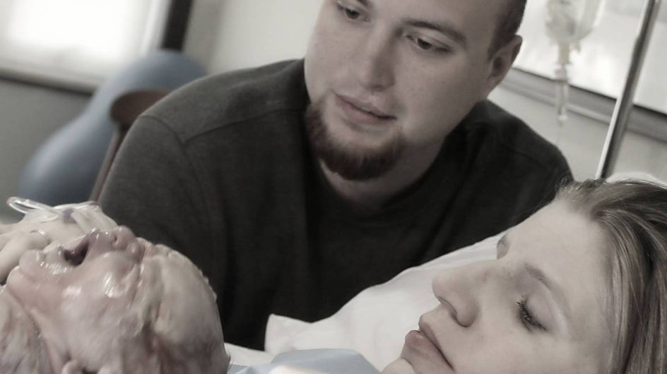 Ce papa devient veuf à la naissance de son fils et rend hommage à sa femme décédée