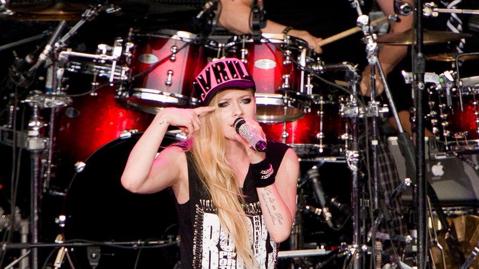 Après deux ans d'absence, Avril Lavigne est de retour et elle a bien changé ! (photos)