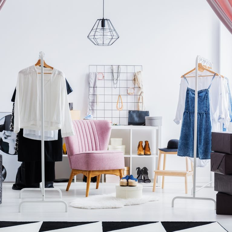 Ordnung im Kleiderschrank: 8 geniale Hacks für mehr Platz im ...
