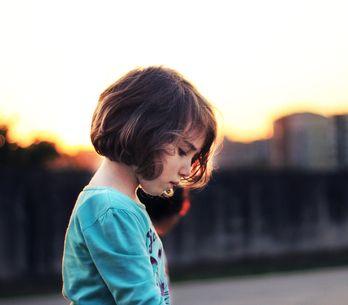 Vom Mobbing in der Schule bis zum Cybermobbing: So hilfst du deinem Kind