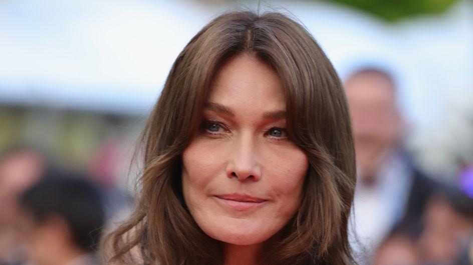 En robe moulante et décolleté plongeant, Carla Bruni attire tous les regards à Cannes
