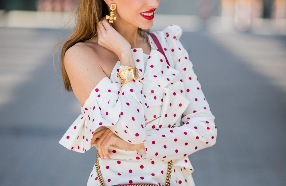 Volantbluse kombinieren: SO tragen Fashionistas das Trend-Oberteil!