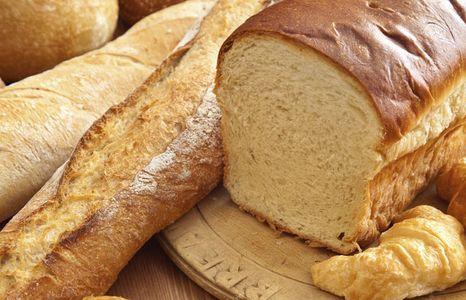 La baguette et le pain de mie, le pain à mie blanche en général, on évite le soir. Pourquoi ? ...