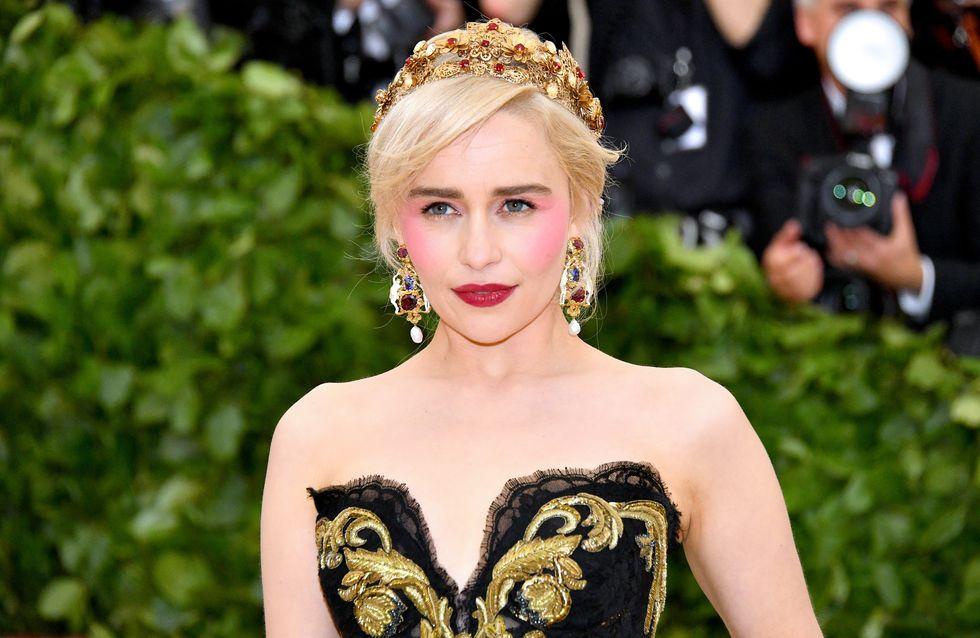 Emilia Clarke adopte le bob, tendance phare de l'été (Photos)