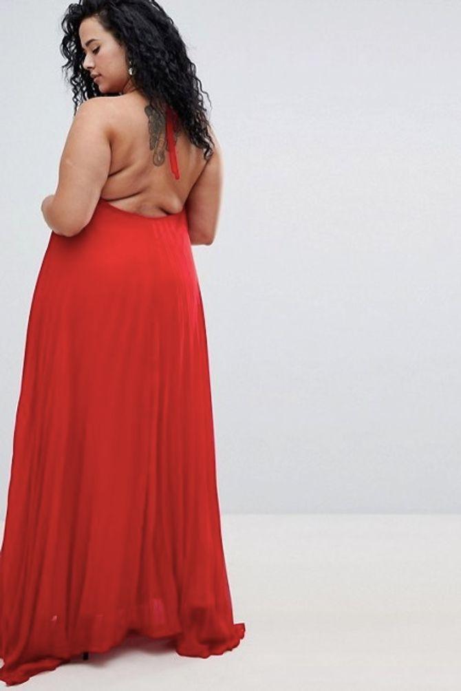 Les bourrelets du dos de ce mannequin ne sont pas retouchés et on en redemande (photos)