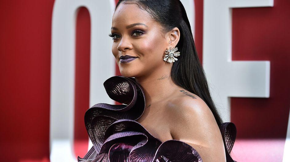 Rihanna impressionne tout le monde dans une robe on ne peut plus extravagante