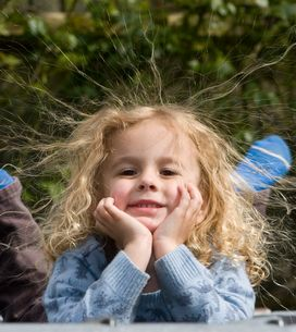 Atteinte du syndrome des cheveux incoiffables, cette fillette fascine la Toile