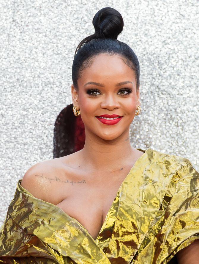 Rihanna s'affiche plus rayonnante que jamais sur le tapis rouge (Photos)