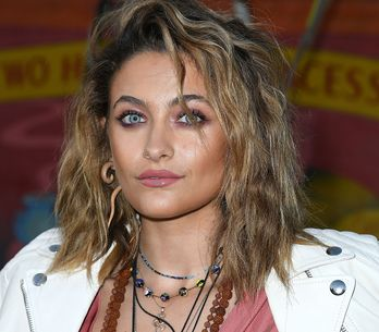 En colère, Paris Jackson nettoie l'étoile de son père vandalisée à Hollywood (Ph