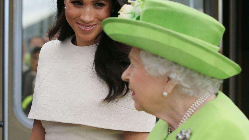 Toujours aussi chic et stylée, Meghan Markle arrive enfin à faire sourire la reine !